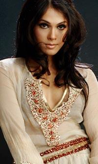 mondaL.mw.Lt :: Wallpaper :: Bollywood Actress:: Hansika