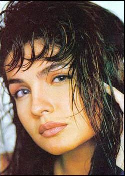 mondaL.mw.Lt :: Wallpaper :: Bollywood Actress:: Genelia