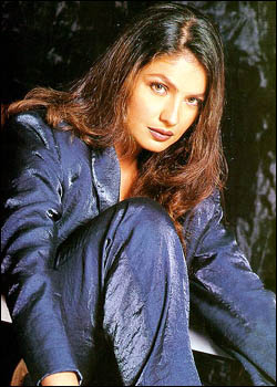 mondaL.mw.Lt:: Wallpaper:: Bollywood Actress :: Puja bhatt